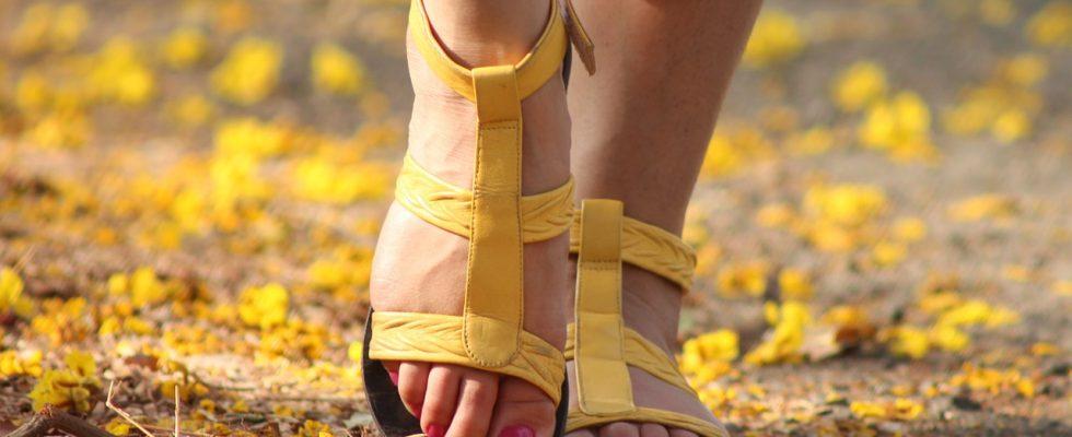 de jolis pieds avec de fausses chaussettes