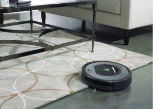 robot aspirateur autonome 772e qui monte sur le tapis
